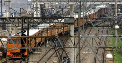印尼列车与卡车相撞事故死亡人数升至7人(图)
