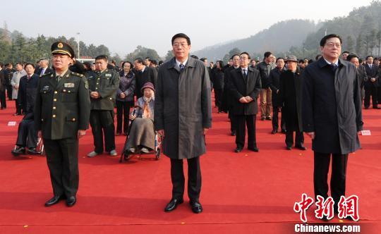 湖南省举行向毛泽东铜像敬献花篮仪式缅怀伟人