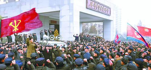 朝鲜11日继续展开大规模批判张成泽运动。图为朝鲜金策工业大学的青年学生宣誓拥护领袖金正恩。