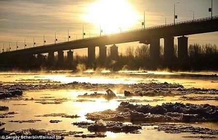 西伯利亚巴尔瑙尔阳光灿烂,当地今年的冬天更像是春天