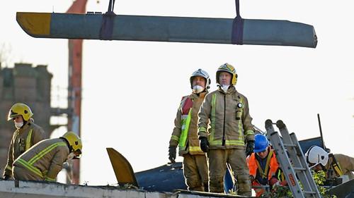 苏格兰悼念警用直升机坠毁事故中遇难人员(组图)(2)