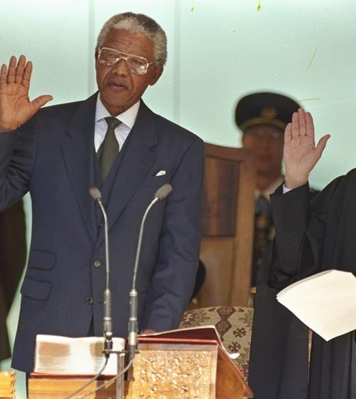 突闻曼德拉逝世噩耗南非民众彻夜哀悼