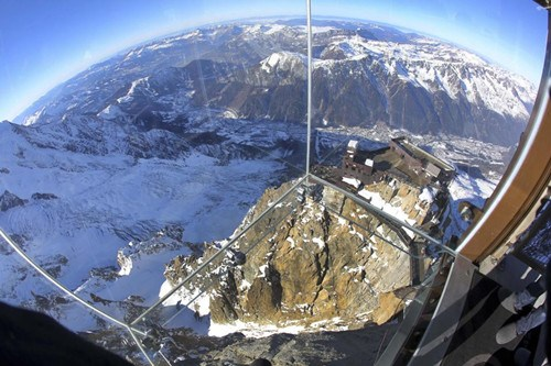阿尔卑斯山上建透明空中看台游客步步惊心(图)(2)