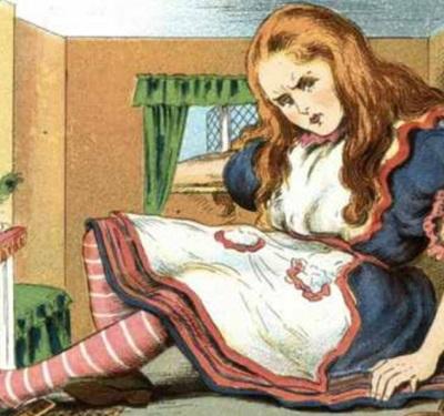 在童话《爱丽丝梦游仙境》中,主角爱丽丝的身体能够变大缩小