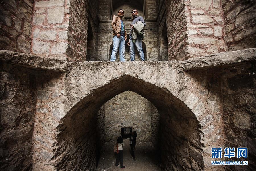 (国际)(1)探秘印度新德里古老的阶梯井