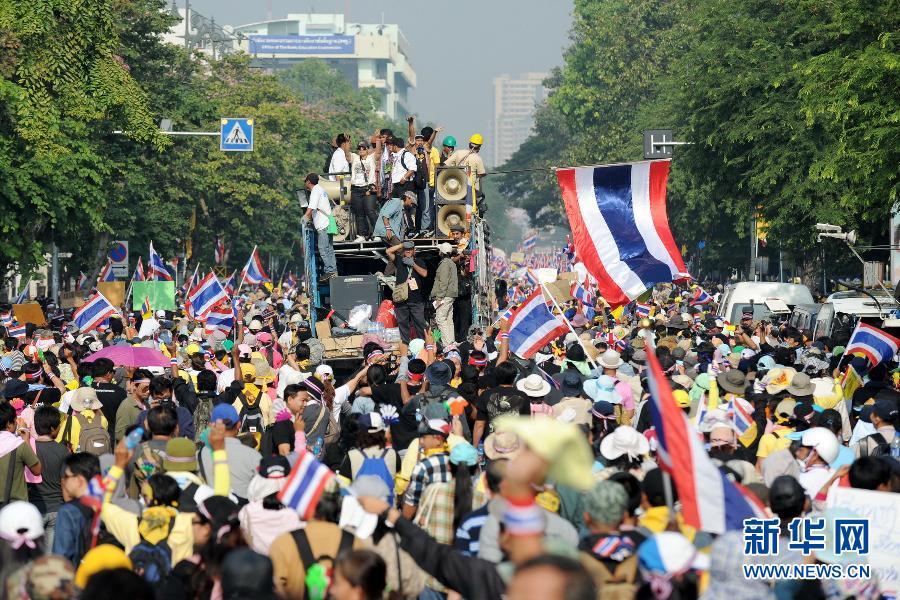 (国际)(9)泰国反政府示威者要求英拉交权