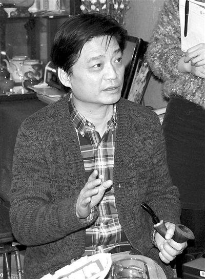 20日,崔永元在媒体说明会上侃侃而谈。摄影 王磊
