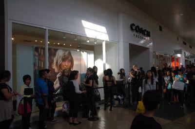 """美""""黑色星期五""""引发冲动购物华人节后掀退货潮"""