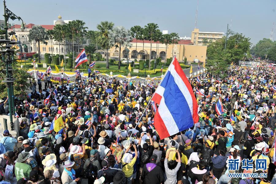 (国际)(1)泰国反政府示威者要求英拉交权