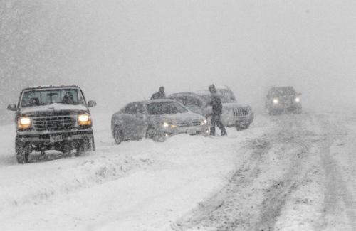 在美国中西部部分地区,出现了数英寸的降雪。