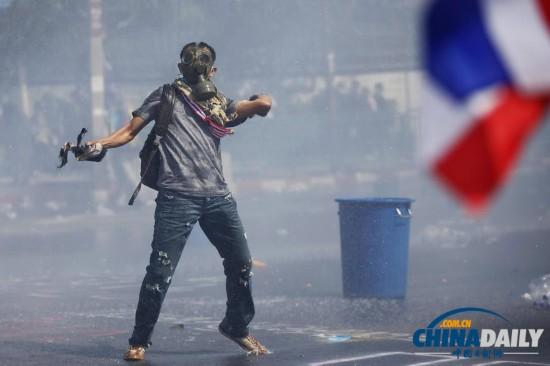 泰国反政府示威引发暴力冲突 2人死亡45人受伤