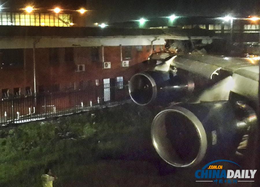 英国航空客机在南非机场撞楼 4人受伤