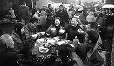春晚剧组各地拍年俗:张国立或主持赵本山不表演