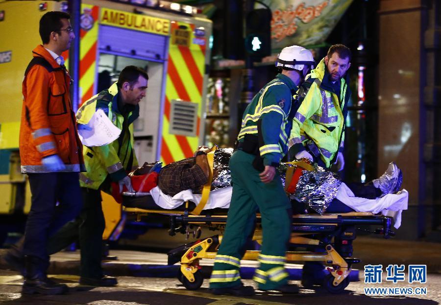 (国际)(3)伦敦市中心一剧院屋顶坍塌