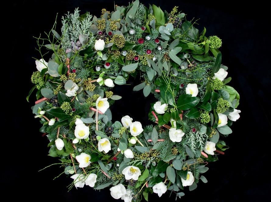 奢华圣诞花环:镶48颗宝石要价284万英镑(图)
