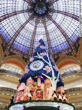 巴黎最知名的百货商店邀请了一家瑞士钟表制造商,设计了这个以时钟为主题的圣诞树。