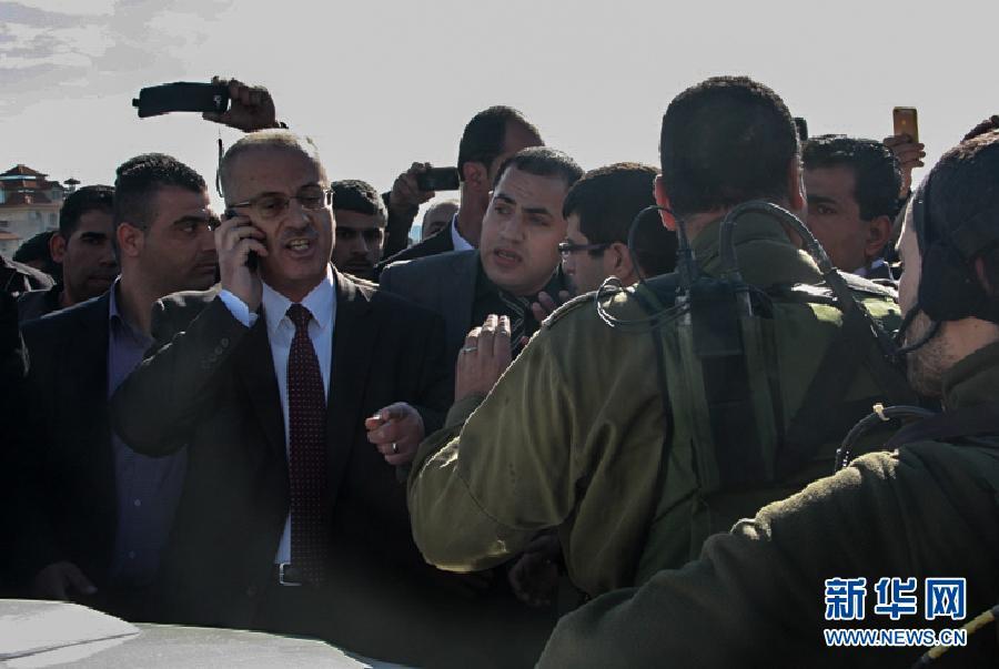 (国际)(4)巴勒斯坦总理车队遭以军拦截2小时