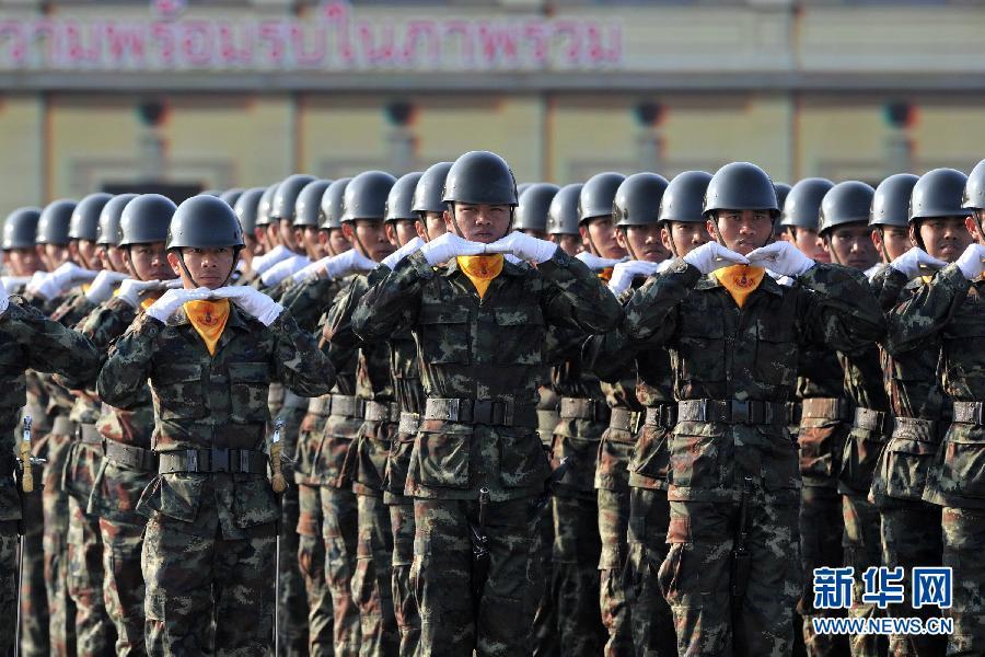 """(国际)(2)泰国举行阅兵式庆祝""""建军节"""""""