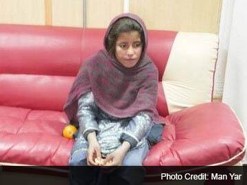 """10岁阿富汗女孩被逼当""""自杀战士""""穿炸药背心"""