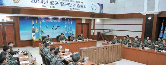 韩国7名空军将军乘坐战斗机进行战术商议。(图片来源:韩国《中央日报网》)