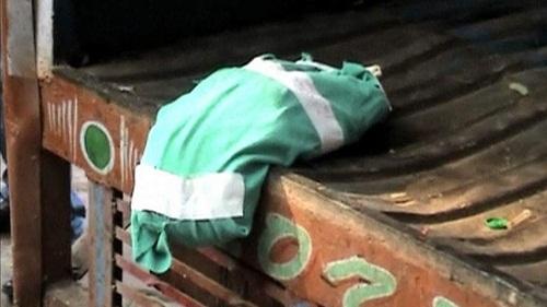 印度一女婴被弃置在医院垃圾车院方否认系疏忽