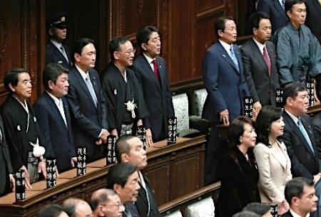 日本首相安倍首次明确称将修改集体自卫权解释