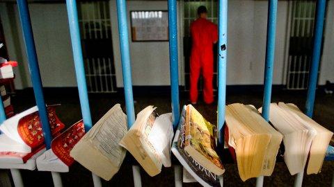 前黑帮老大铁窗内苦读法律将执教鞭讲授监狱法