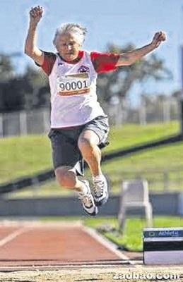94岁老奶奶能跑能跳老当益壮保持26项世界纪录