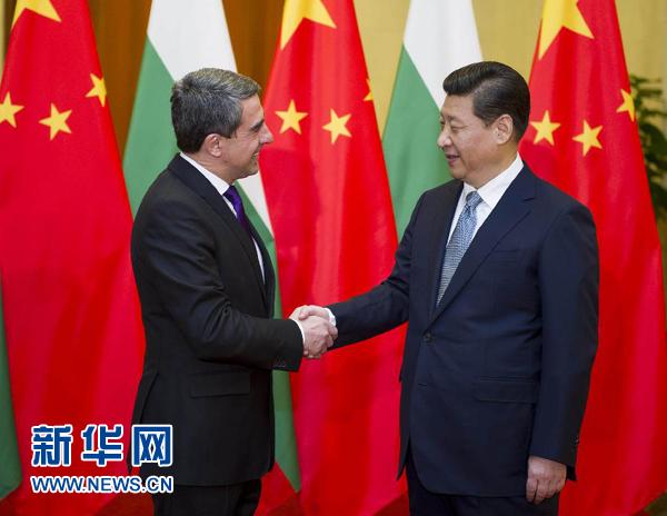 1月13日,国家主席习近平在北京人民大会堂同保加利亚总统普列夫内利耶夫举行会谈。这是会谈前,习近平举行仪式欢迎普列夫内利耶夫访华。新华社记者谢环驰摄