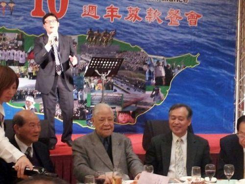 李登辉(前中)图片来源:今日新闻网