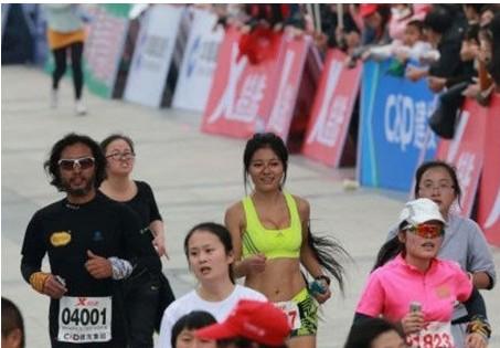 最美马拉松女孩