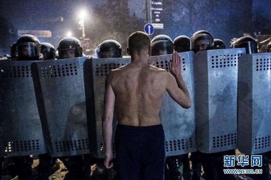 (国际)(4)乌克兰首都骚乱至少两人死亡