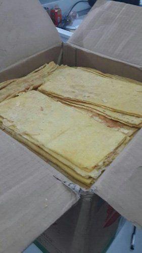 井底人王秀青送来的锦旗和煎饼