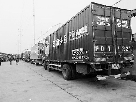 园区内停满了讨薪司机的大货车。