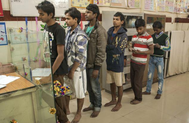 印度13岁流浪少年开银行 随意存储付利息