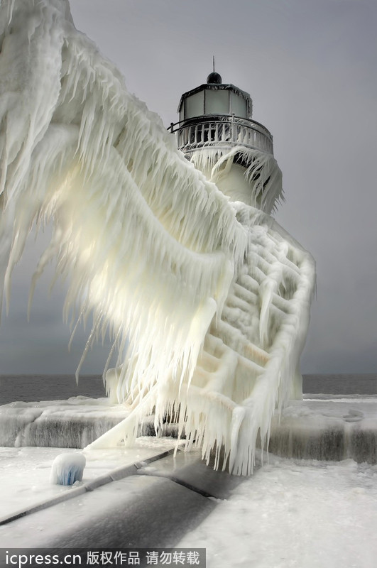 暴风雪席卷美国密歇根州 宛若末日场景