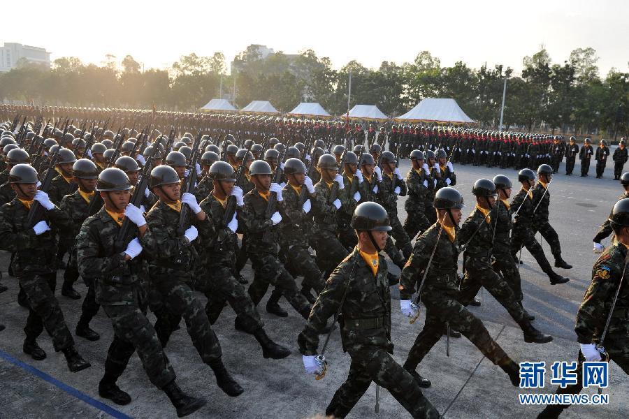 """(国际)(1)泰国举行阅兵式庆祝""""建军节"""""""
