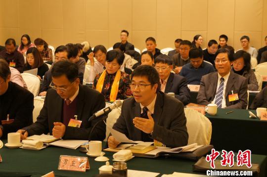 浙江省人大代表、浙江大学副校长罗卫东谈浙江高校建设。 王蔚 摄
