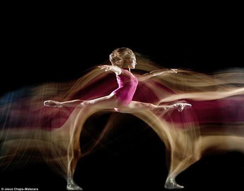 曾经身为一名舞者的查帕-玛拉卡拉表示,尽管很多人对舞蹈的概念是技巧和姿势,但事实上舞者们思考更多的是将定格姿势衔接起来的动作。