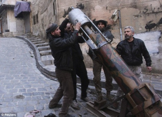叙反对派屡造奇葩武器排水管煤气罐齐上阵(图)