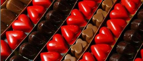 比利时将办巧克力沙龙名厨展台现场做创意甜点