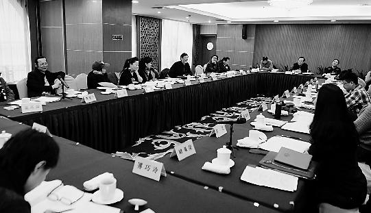 昨天下午,省政协分组讨论现场。 本报记者 胡元勇 摄