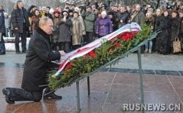 普京向公墓献花圈纪念列宁格勒解除围困(组图)