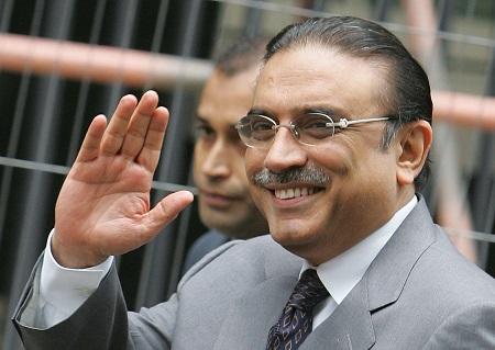 巴基斯坦前总统扎尔达里被指涉嫌贪污出庭受审