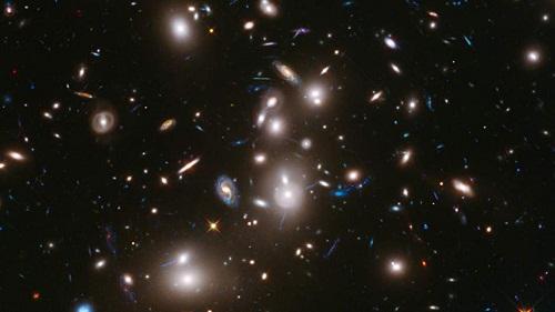 科学家曝光50小时拍古老星系离地球120亿光年