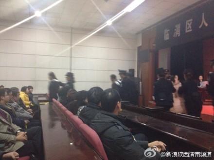 富平县产科医生张淑侠拐卖婴儿有关的事业单位人员涉嫌失职罪案今天开庭审理。