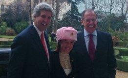 俄罗斯代表团向美国务院发言人赠送护耳帽(图)