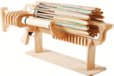 乌克兰学生设计橡筋机关枪每次可射672条(图)