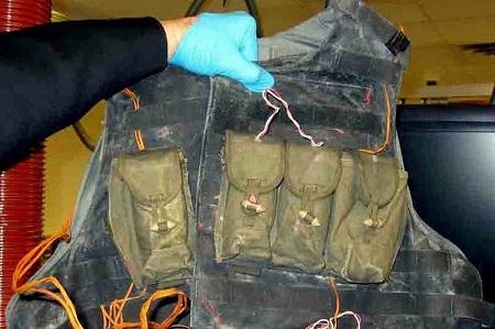安检人员查获的假冒自杀式炸弹背心