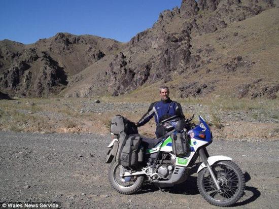男子骑摩托横跨欧亚大陆车被盗梦想中止(图)